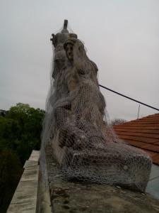 rozpadajuca sa socha 10