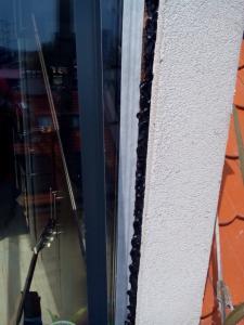 400, -Kč  15 €  1 hod. Oprava zatékajících oken v novostavbě Bratislava výškové práce www.hajman.eu 5