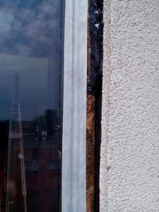 400, -Kč  15 €  1 hod. Oprava zatékajících oken v novostavbě Bratislava výškové práce www.hajman.eu 7