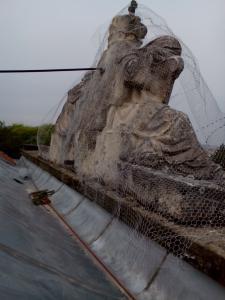 rozpadajuca sa socha 1