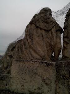 rozpadajuca sa socha 7