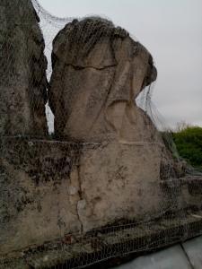 rozpadajuca sa socha 8